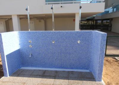 Duchas junto piscina