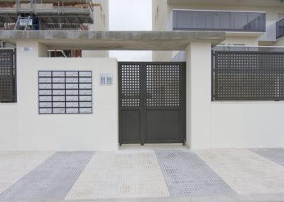 Acceso al Residencial Migjorn en playa de Oliva